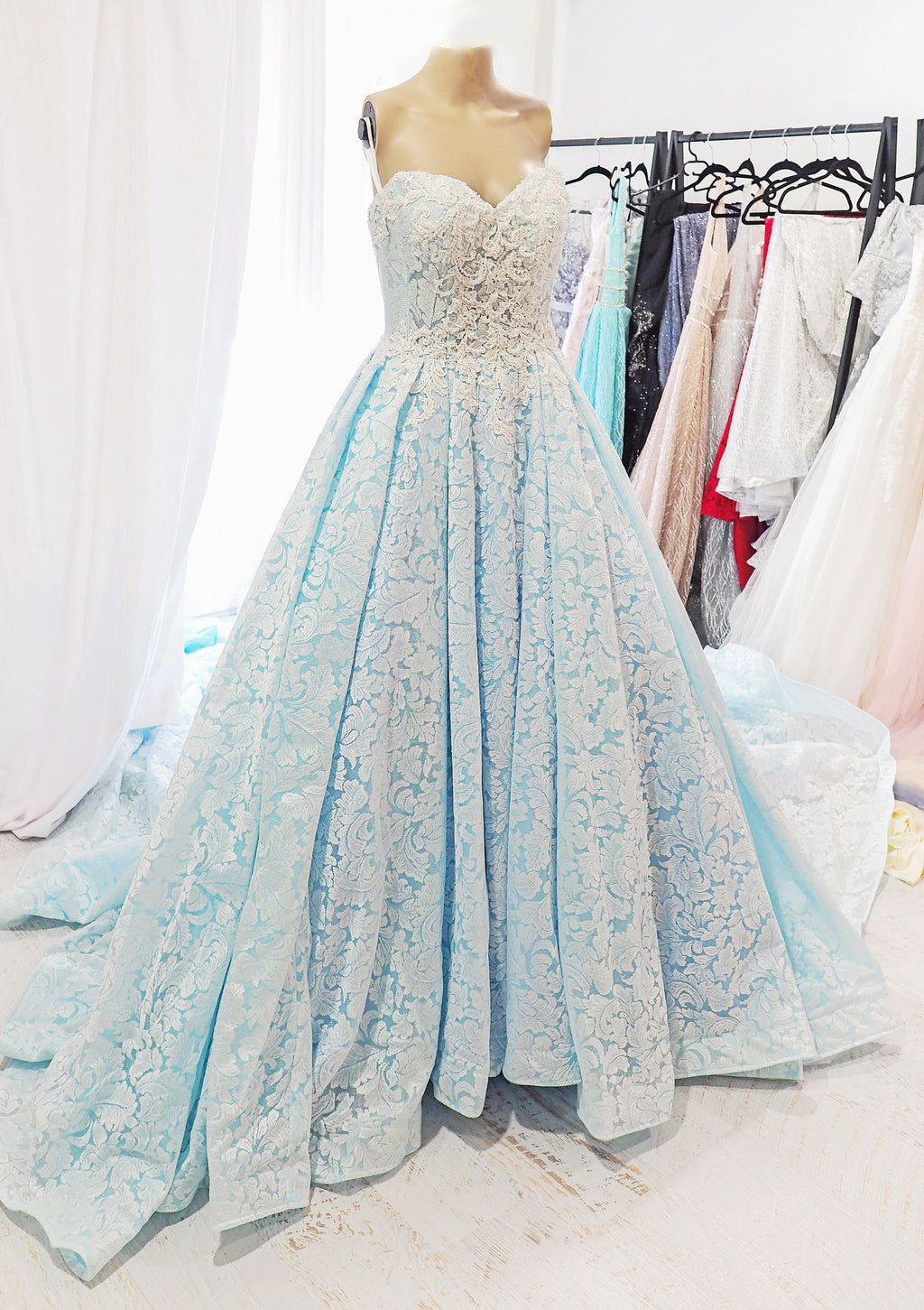 Hera royal ice queen blue wedding