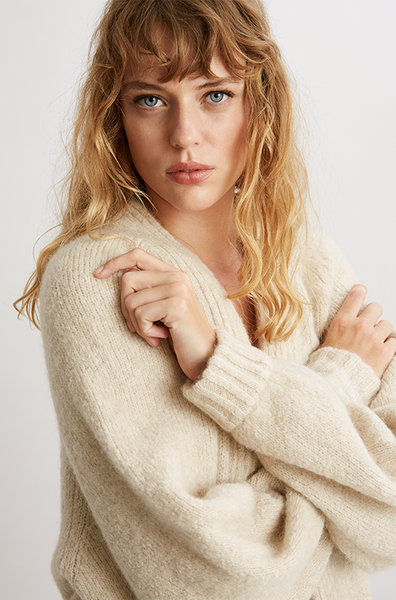 This chunky cardigan from Ores is thoughtfully produced in an eco-friendly way
