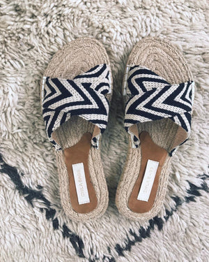 MIMI CROSS SANDALS