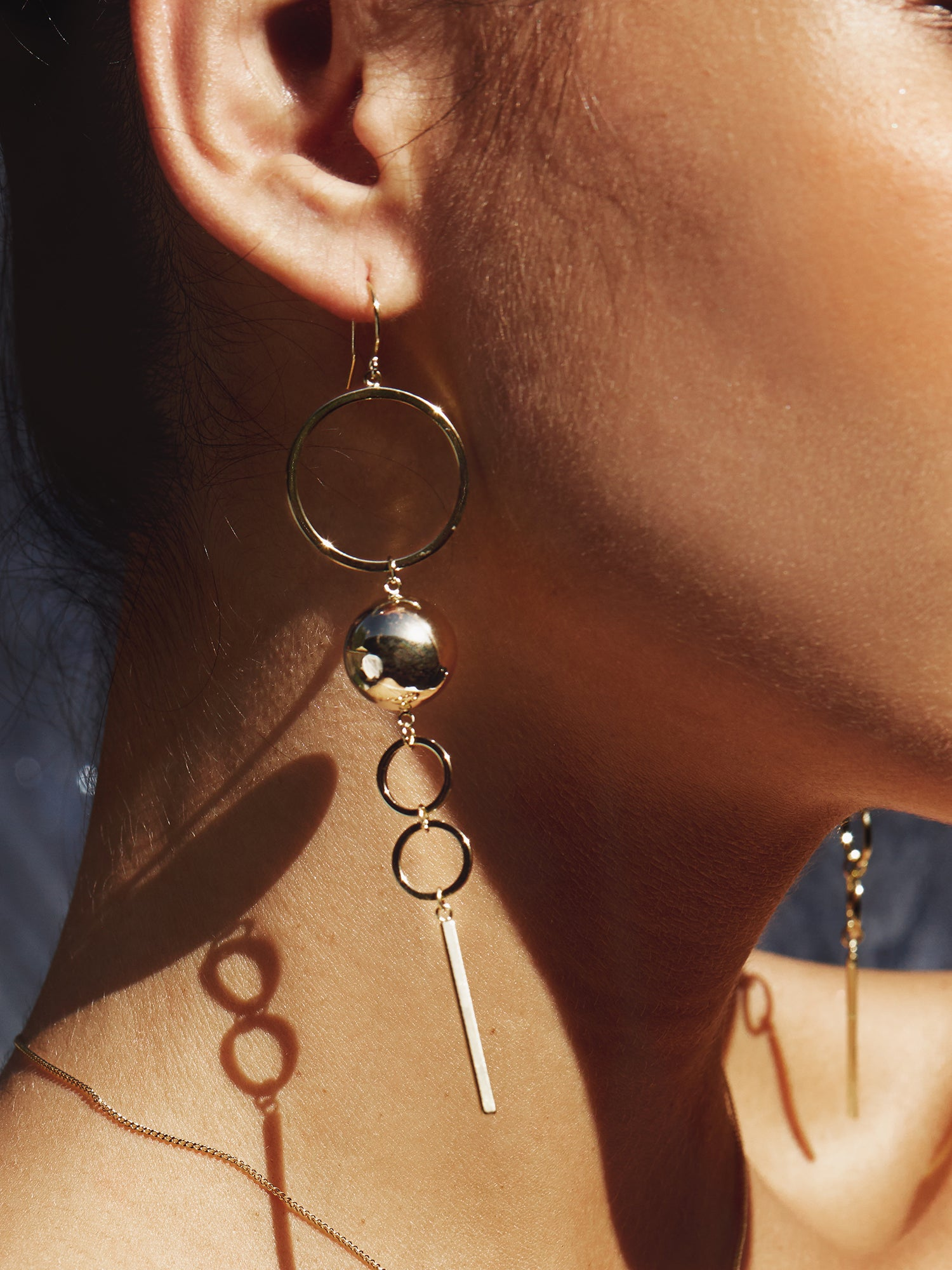 STATEMENT LOOP HOOK EARRINGS