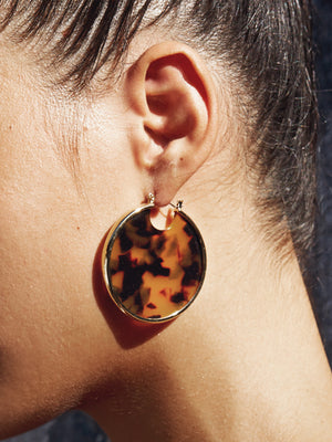 TORTOISE SHELL STATEMENT HOOPS