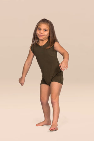 KayCey_Adaptive_clothing_for_older_children_with_special_needs_Sleeveless_lifestyle_img