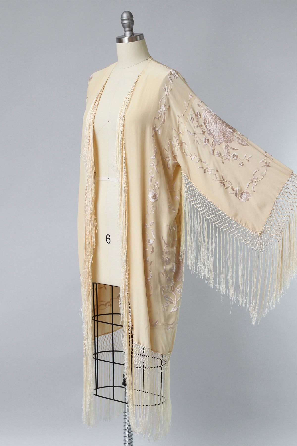 2f7c34dfd5917 1920s Peach Silk Charmeuse Piano Shawl Duster – The Vintage Net