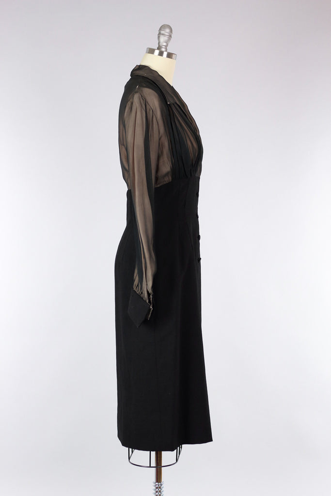 Classic 1940s Fitted Black Dress
