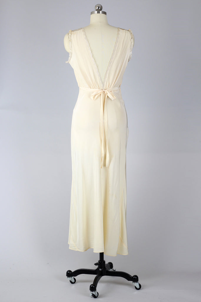Serafina 1940s Peach Taffeta French Lace Nightgown