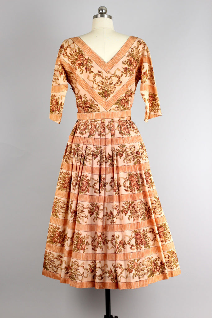 1950s Peach Taffeta Rose Print Pleat Dress