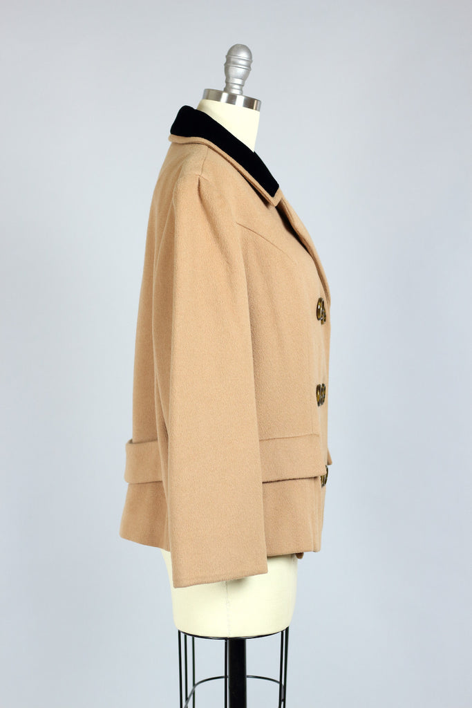Vintage Double Breasted Camel Coat with Contrasting Collar