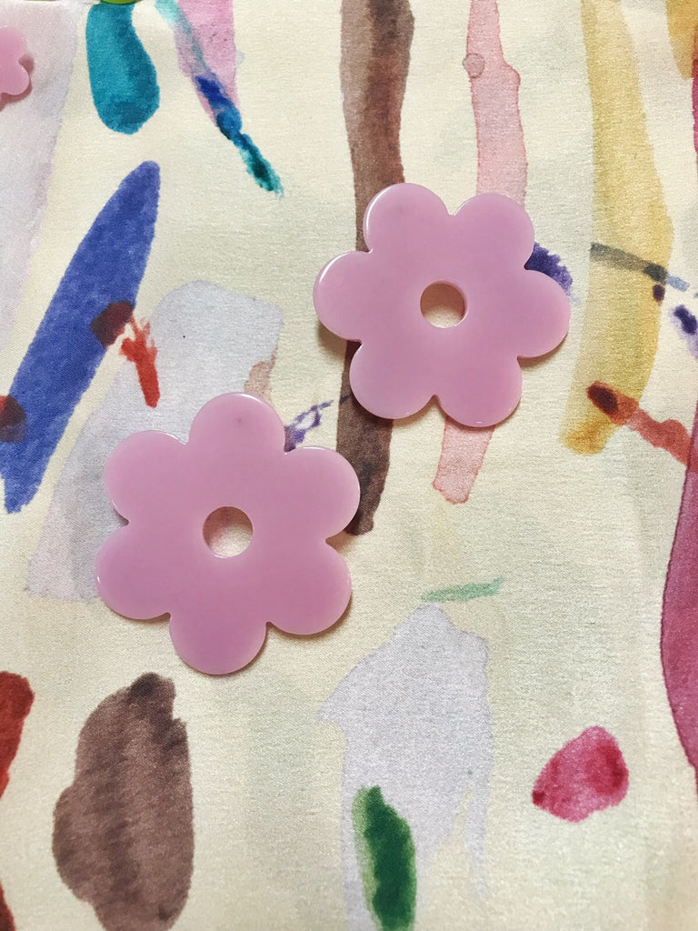 Daisy Earrings in Lilac