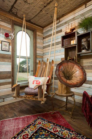 Using recycled vintage skis as decor for your winter lodge