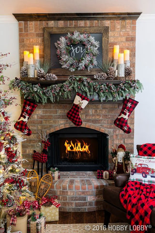 Create mountain lodge vibes with our Christmas mantelpiece decor