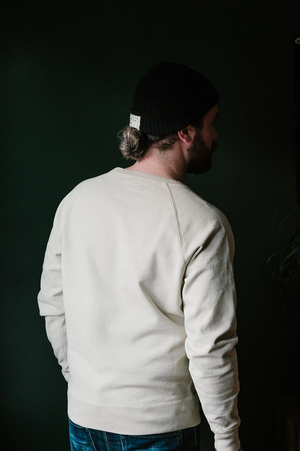 The Compact Knit Pigment Raglan - Fog
