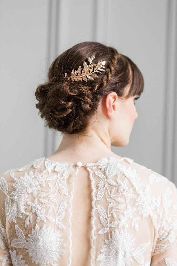 Bride wearing a rose gold leaf comb in her hair
