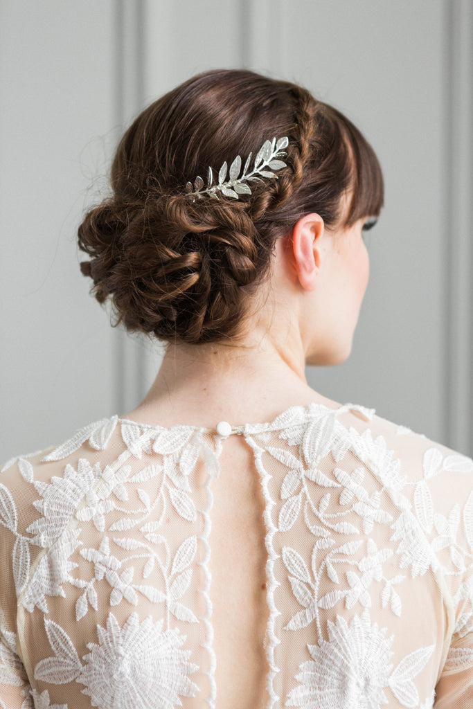 Bride wearing a hair comb made of silver laruel leaves