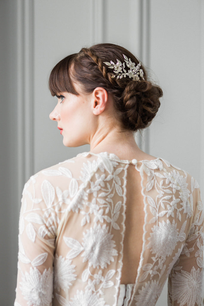 A model wearing a bridal hair comb made of silver leaves
