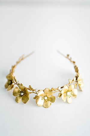 Close up of a bridal tiara made of gold leaves and roses