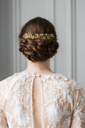Bride wearing a gold leaf comb in an up do