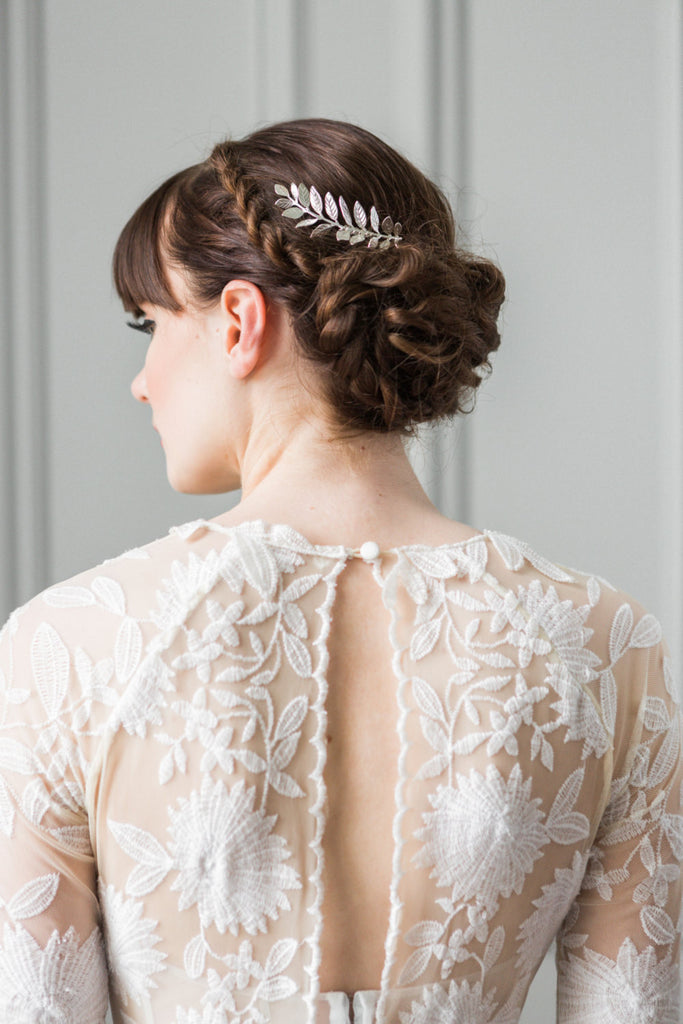 Bride wearing a hair comb made of silver laurel leaves