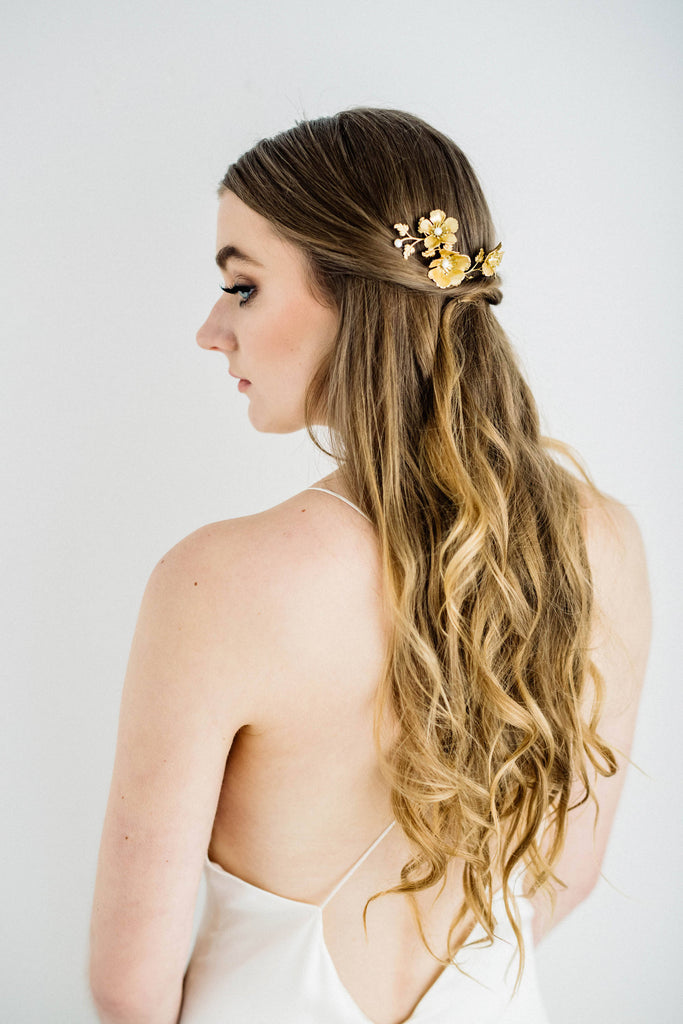 Bride wearing a hair comb made of gold leaves and flowers