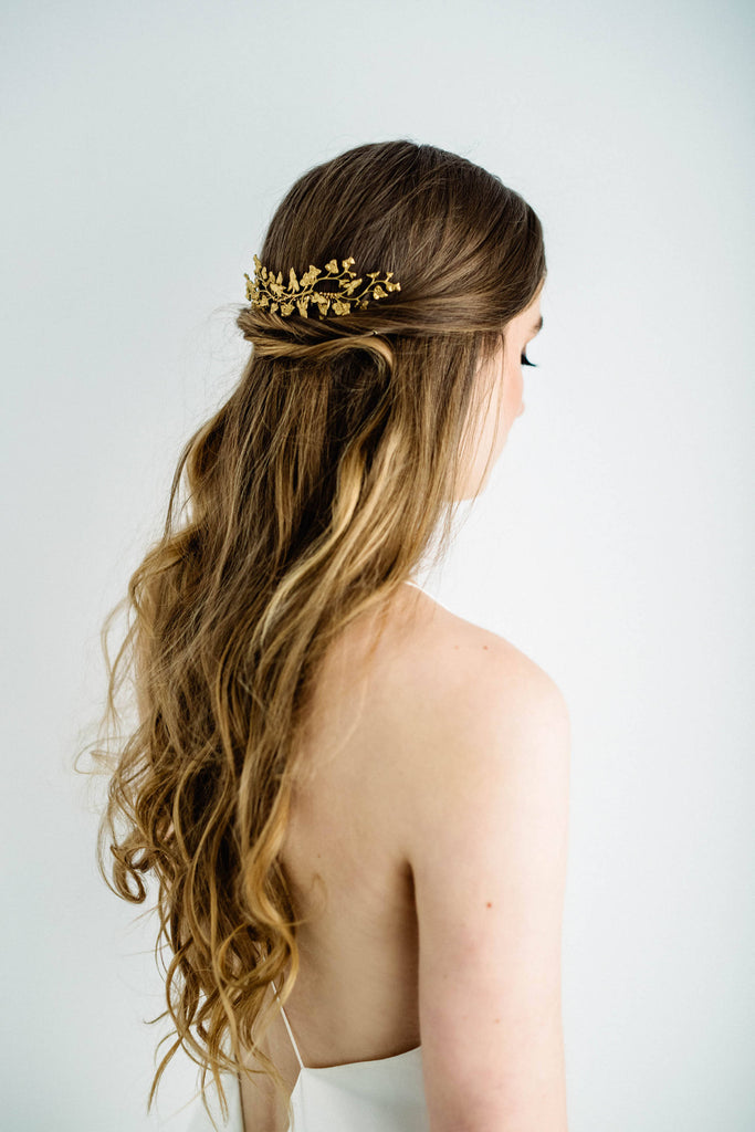 Bride wearing a hair comb headpiece made of gold leaves