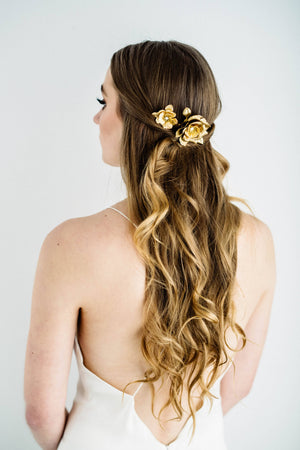 Bride wearing a bridal hair comb made of gold flowers