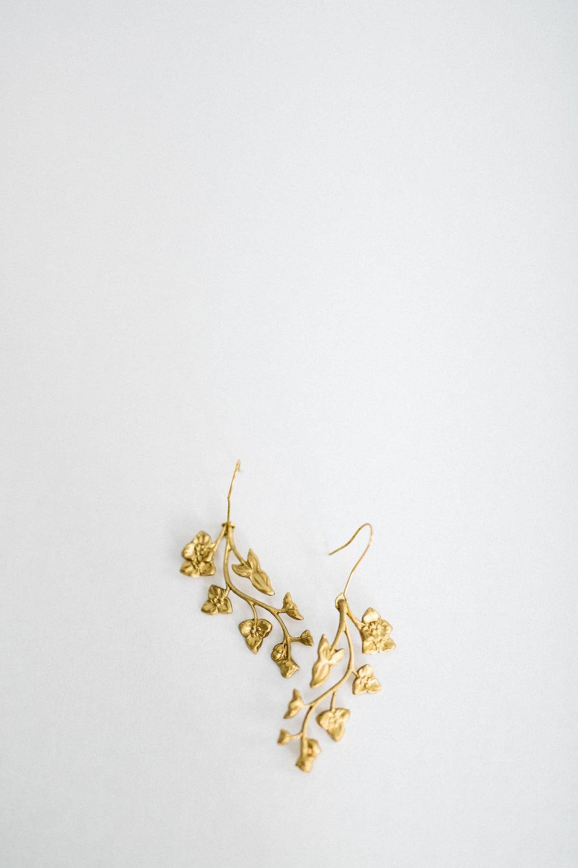 Earrings made of gold leaves and flowers