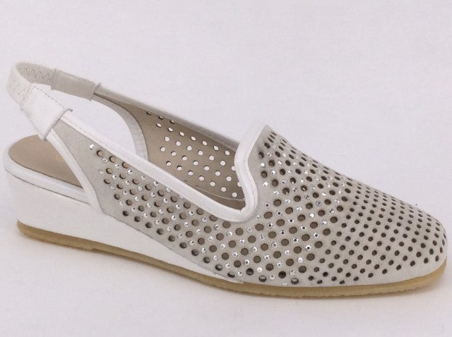 Spiffy Danna.  Available in 2 colours