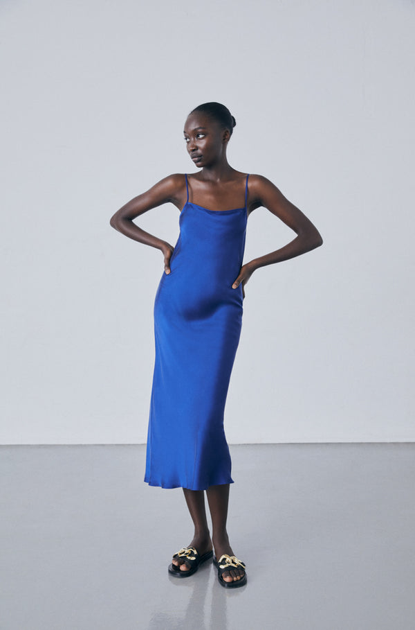 LONG STRAIGHT NECK DRESS DEEP BLUE