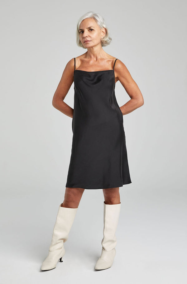 STRAIGHT NECK DRESS BLACK