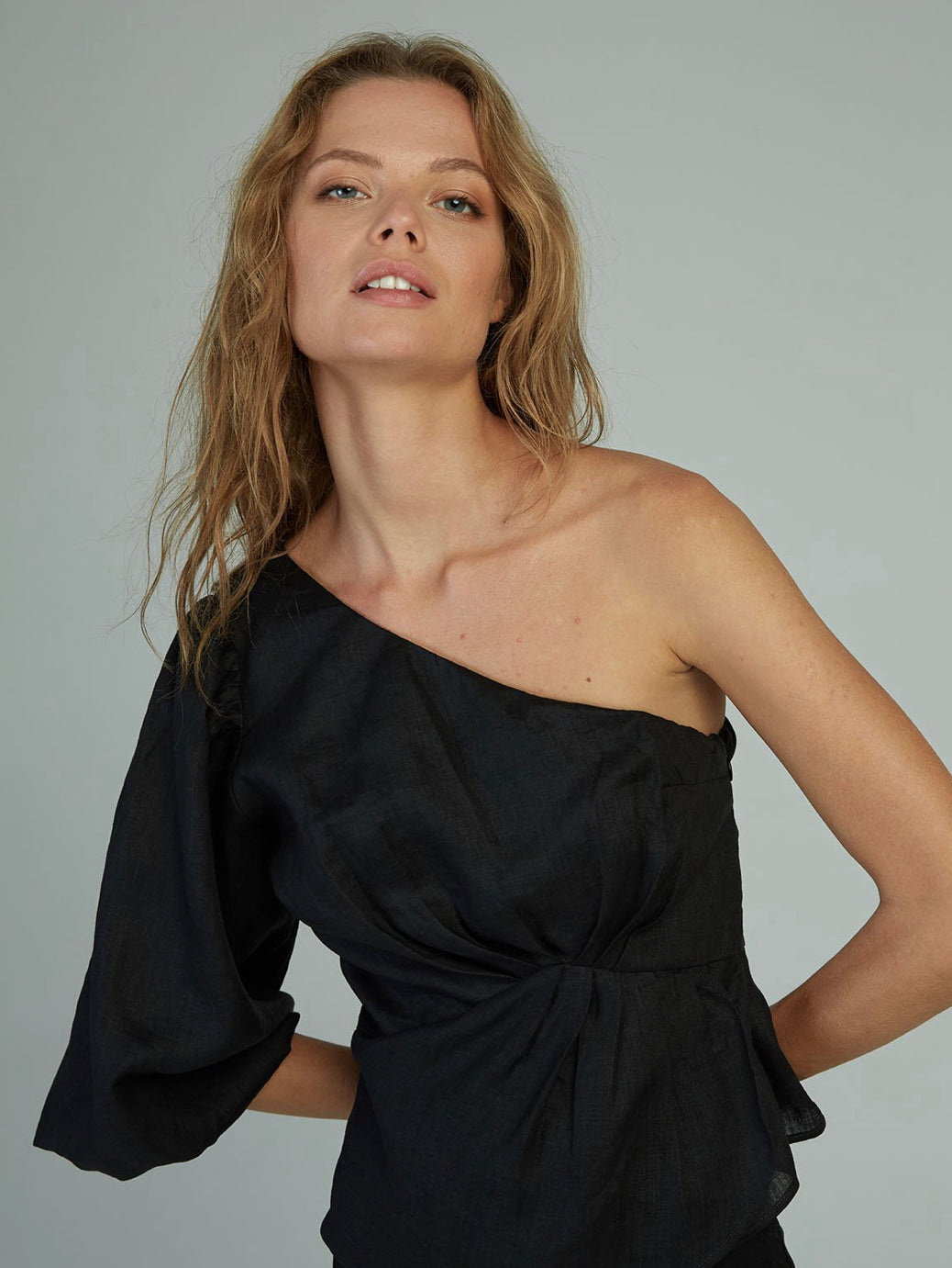 Sia One Shoulder Top | Black