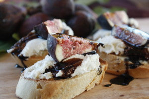 Crostini with Fresh Figs, Ricotta and Balsamic Reduction