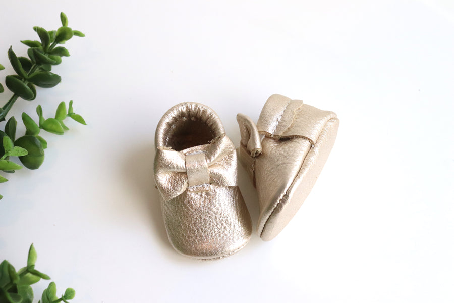 Newborn Bow Moccasin Platinum