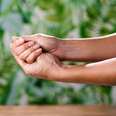 Can't Get To The Spa? Here's A Quick 5-Minute Marma Point Hand Massage.