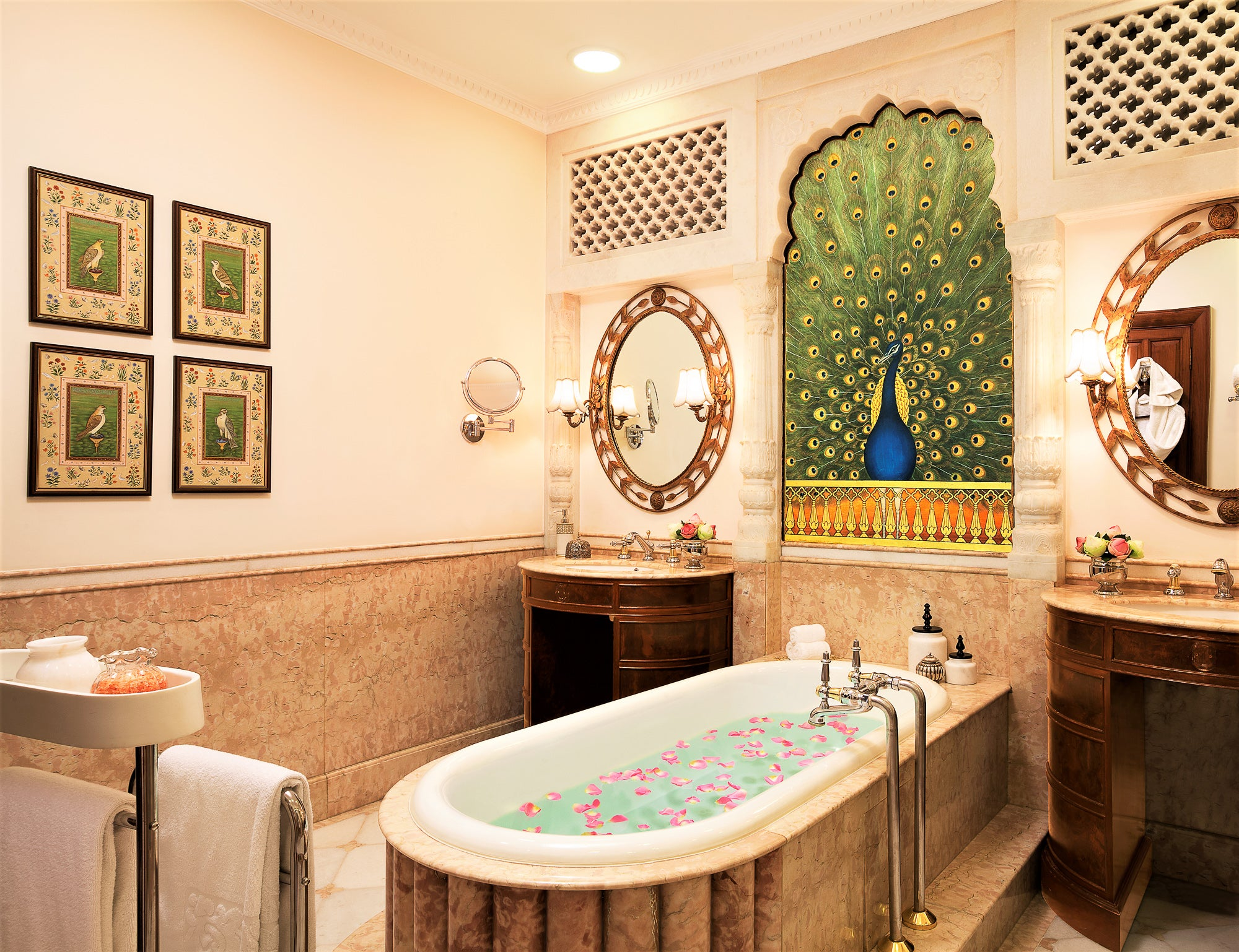 Malavara Top Luxury Ayurveda Retreats - Rambagh Palace Bath