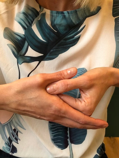 No Time For The Spa? Here's A Quick 5-Minute Marma Point Hand Massage.