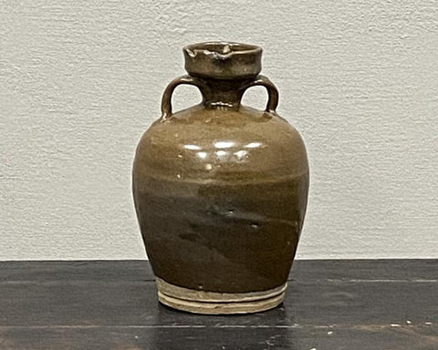 Medium elegant wine pot