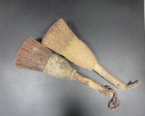 Authentic scroll brush