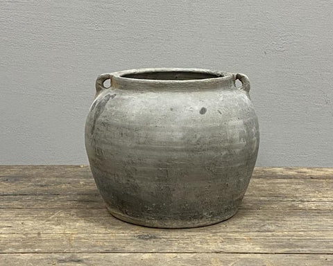 Grey pot with ears