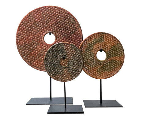 Bi-disc in brown-green tones with carved dots