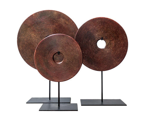Bi-disc in red-brown tones with carved circles