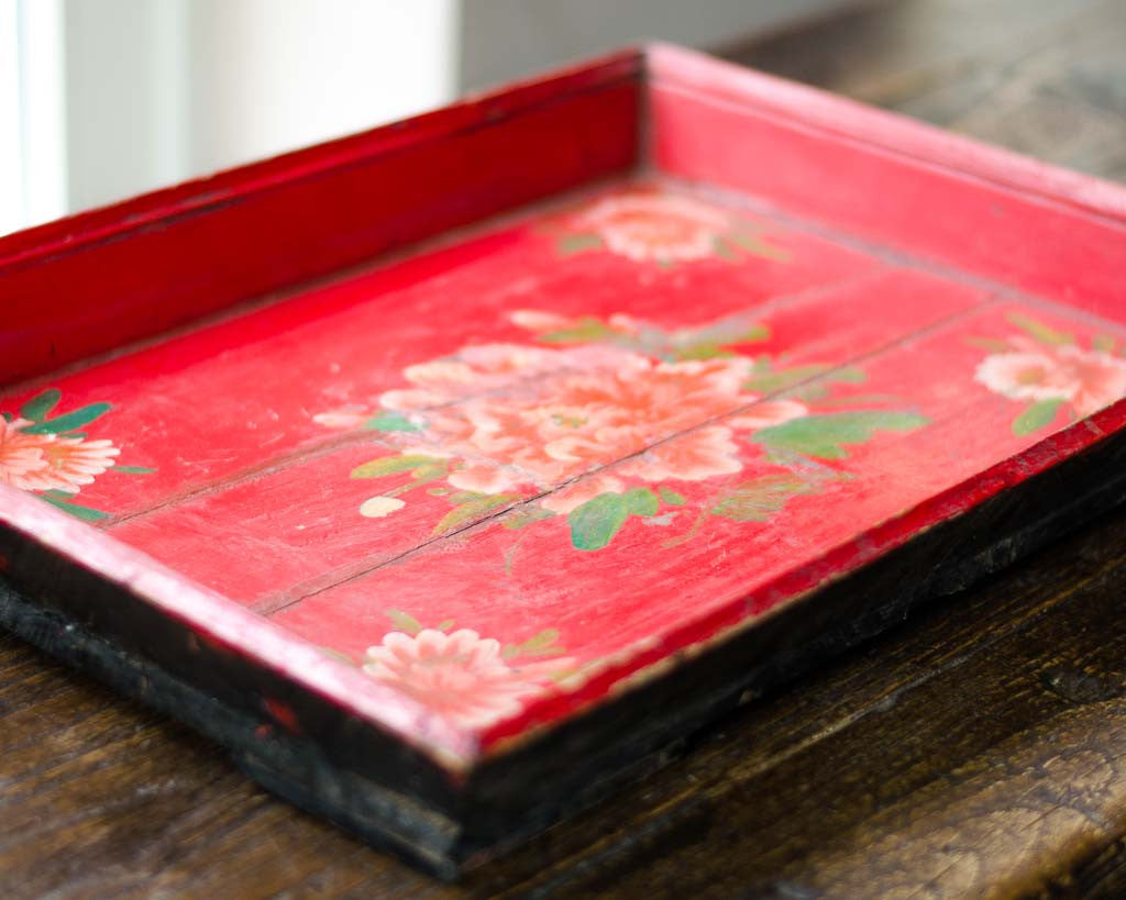 Weathered tray with painted flowers - Table decorations