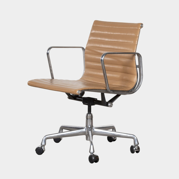 Charles and Ray Eames EA335 Management Chair Herman Miller