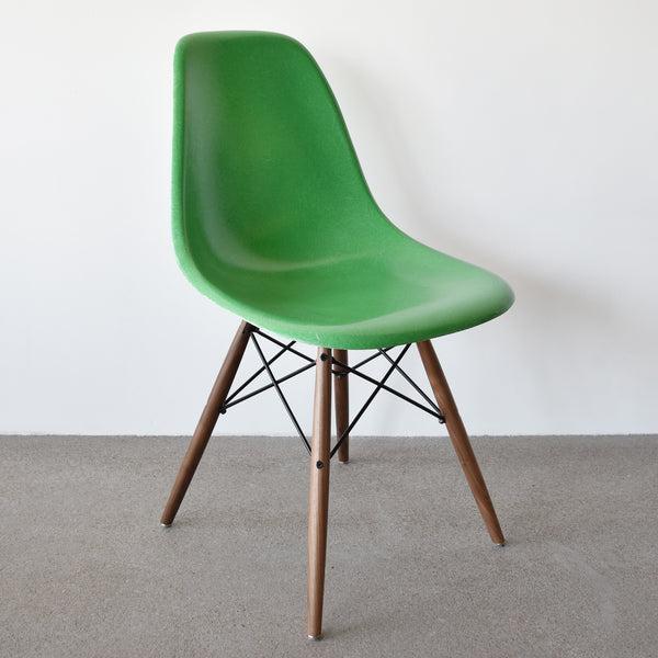 Eames DSW Kelly Green