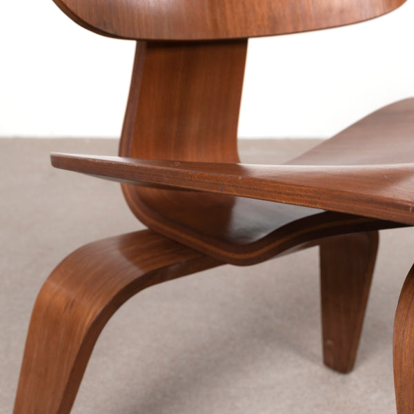 Eames LCW Walnut (3)