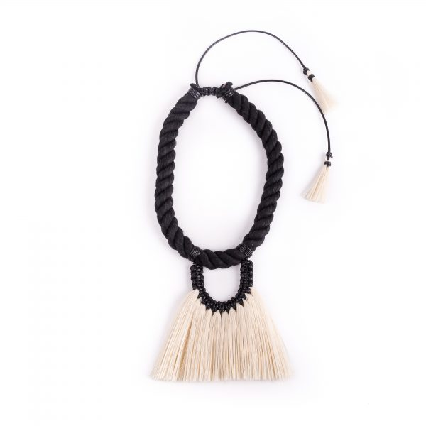 Black & Ivory 'Fantasma Sencillo' Necklace