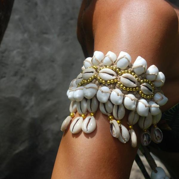 Gili Shell Arm Cuff
