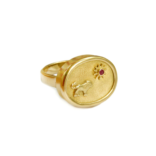 Classic Lion Charm 18K Gold Ring