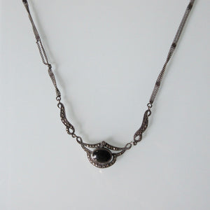 Art Deco chocker