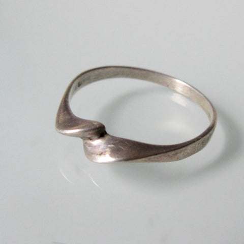 Delicate Twist Silver Ring