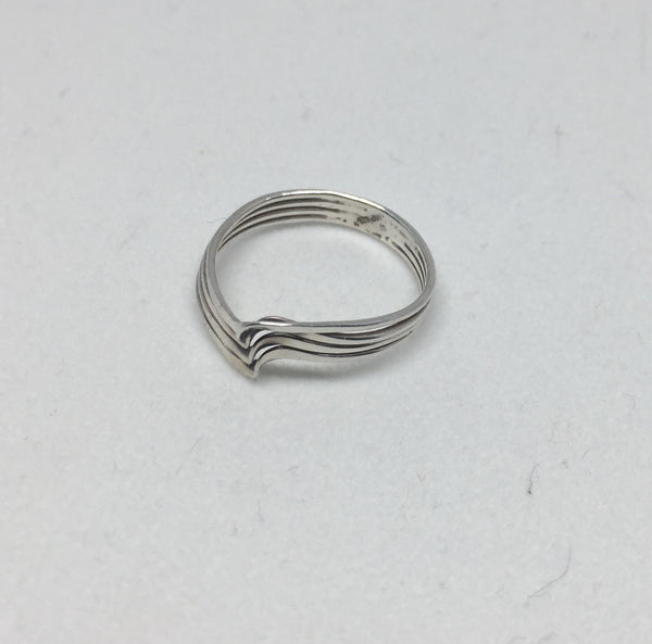 Delicate Wave Silver Ring
