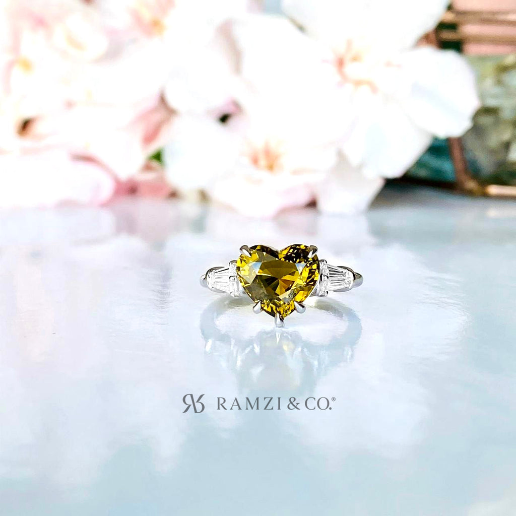 natural+green+chrysoberyl+threestone+diamond+engagement+ring+white+gold